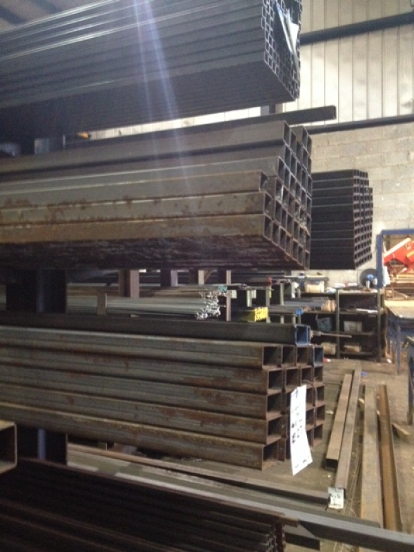 7.6 Mtrs of 25 mm x 25 mm x  3 mm Steel Box Section  ( Varying Astmospheric Rust )