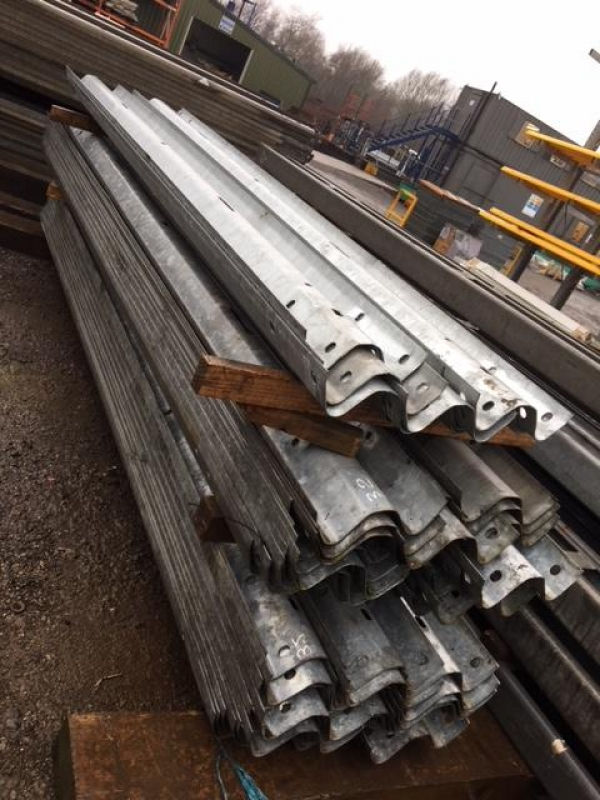 Used Hardly Used 3.500 Mtr Overall Length 3.200 Mtr Cover   (not Trench Sheets or Piles) Armco Crash Barriers