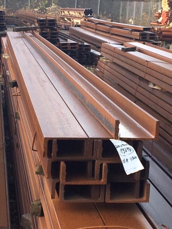9.500 Mtr Long 200 mm x 90mm x 29.7 Kg/m Unused Stock Rusty Unequal Angle Iron - Please Note These Need to be Cut Upto 8 Mtr For Transport