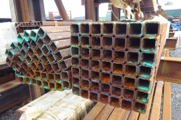 7.600mtr of 40mm x 40mm x  4mm Steel Box Section  ( 40 x 40 x 4mm Box Section 7.600mtr Unused Stock Rusty )