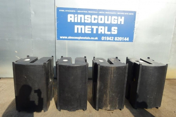 Used Black Plastic Rota Blocks / Barriers For Fencing / Hoarding Panels / Mesh / Water Butt