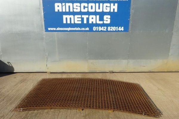 Stock Rusty 50x50x3 mm  Weld Mesh Panel 2.500 mm x 1.250 mm