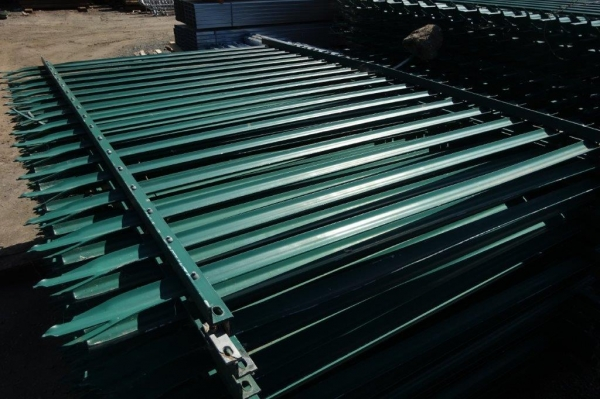Fence Panels Second Hand 2.400 Mtr High 2.700 Mtr Wide Green Palisade  \'d\' Triple Point Top C/w Post - School Railings - Park Railings- Security Fencing