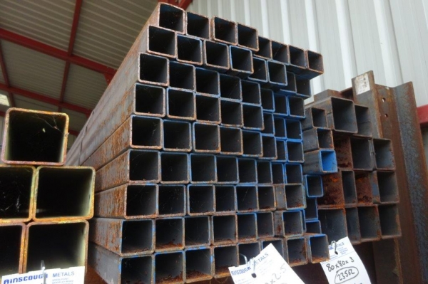 7.600 Mtr of 40 mm x 40 mm x  2.5 mm Steel Box Section  ( 40 x 40 x 2.5 mm Box Section 7.600 Mtr Unused Stock Rusty )