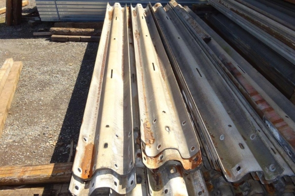 (not Trench Sheets or Piles) Armco Crash Barriers Used Class 3 / c3 3.500 Mtr Overall Length 3.200 Mtr Cover