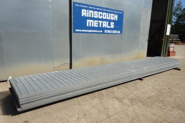 Floor Forge Walkway Galvanised  Steel Grating  6.000 Mtr  x 1.000 Mtr Unused 25 mm Deep x 5 mm Thick Flat Bar Flow Forge
