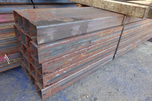 7.500/7.600 Mtr of 80 mm x 80 mm x  3 mm Steel Box Section  ( 80 x 80 x 3 mm Box Section 7.500/7.600 Mtr Unused Stock Rusty )