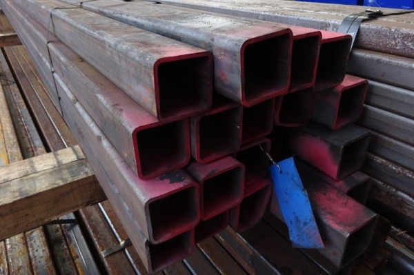 7.600 Mtr of 70 mm x 70 mm x  5 mm Steel Box Section  ( 70 x 70 x 5 mm Box Section 7.600 Mtr Unused Stock Rusty )