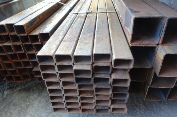 7.600 Mtr of 50 mm x 30 mm x  3 mm Steel Box Section  ( 50 x 30 x 3 mm Box Section 7.600 Mtr Unused Stock Rusty )