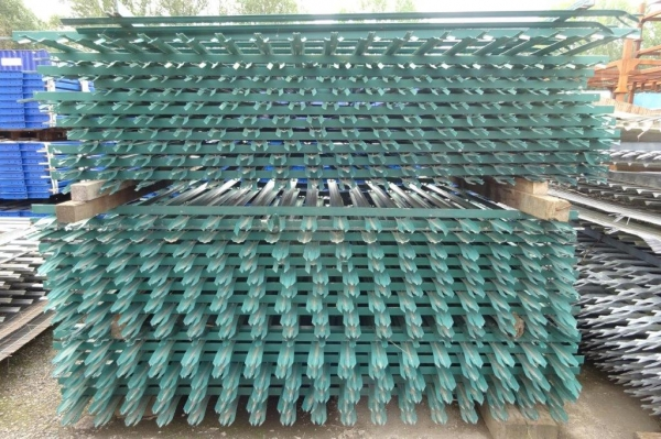 Fence Panels Second Hand 2.100 Mtr High 2.700 Mtr Wide Green Palisade  \'d\' Triple Point Top C/w Post - School Railings - Park Railings- Security Fencing