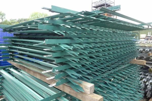 Fence Panels Second Hand 1.800 Mtr High 2.700 Mtr Wide Green Palisade  \'d\' Triple Point Top C/w Post - School Railings - Park Railings- Security Fencing