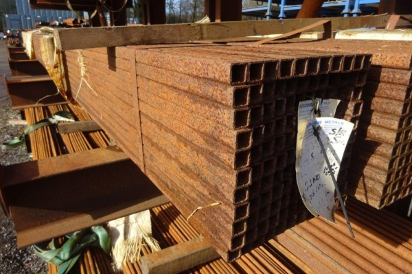 7.600 Mtr of 25 mm x 25 mm x  2.5 mm Steel Box Section  ( Unused Stock Rusty )