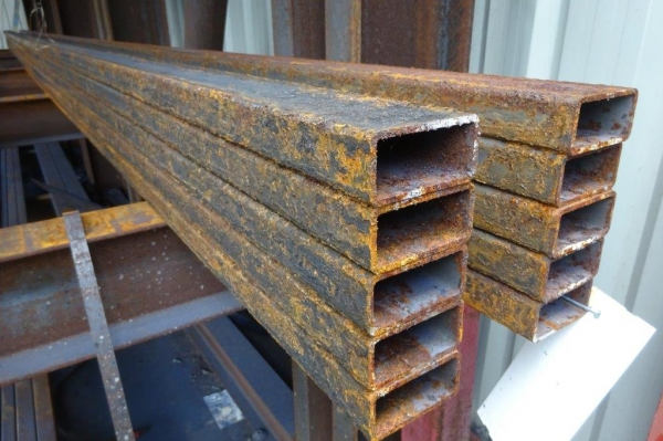 7.500 Mtr of 80 mm x 40 mm x  4 mm Steel Box Section  ( Unused Slight Stock Rusty )