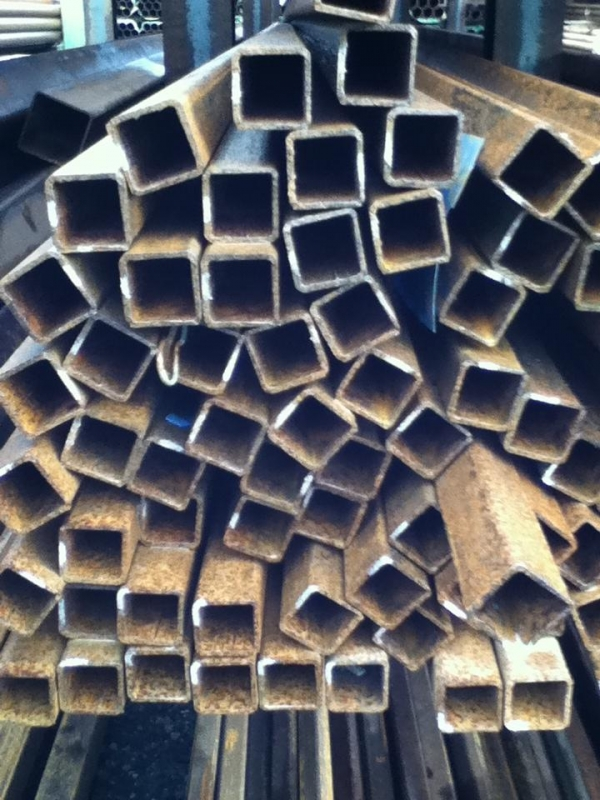 7.600mtr of 25mm x 25mm x  2.5mm Steel Box Section  ( 25 x 25 x 2.5mm Box Section 7.600mtr Unused Stock Rusty )