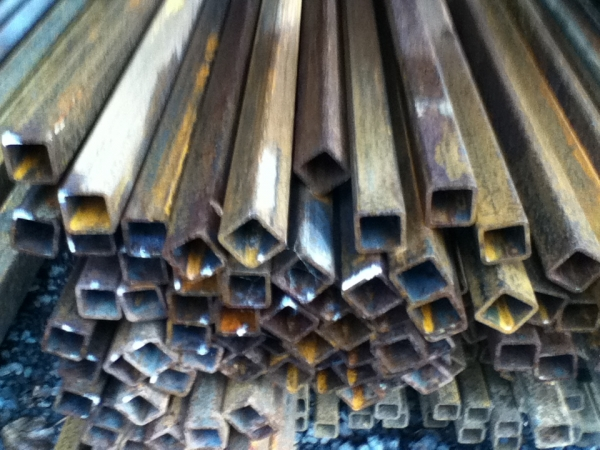 7.600mtr of 25mm x 25mm x  2mm Steel Box Section  ( 25 x 25 x 2mm Box Section 7.600mtr Unused Stock Rusty )